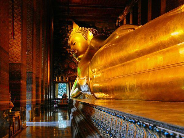 Thailand Bangkok wat-pho-reclining buddha_600x450